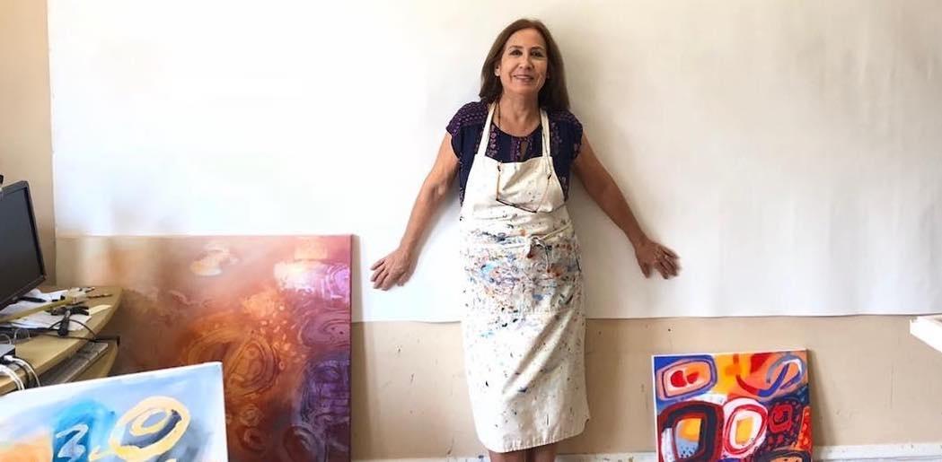 jacqueline_unanue working in her studio